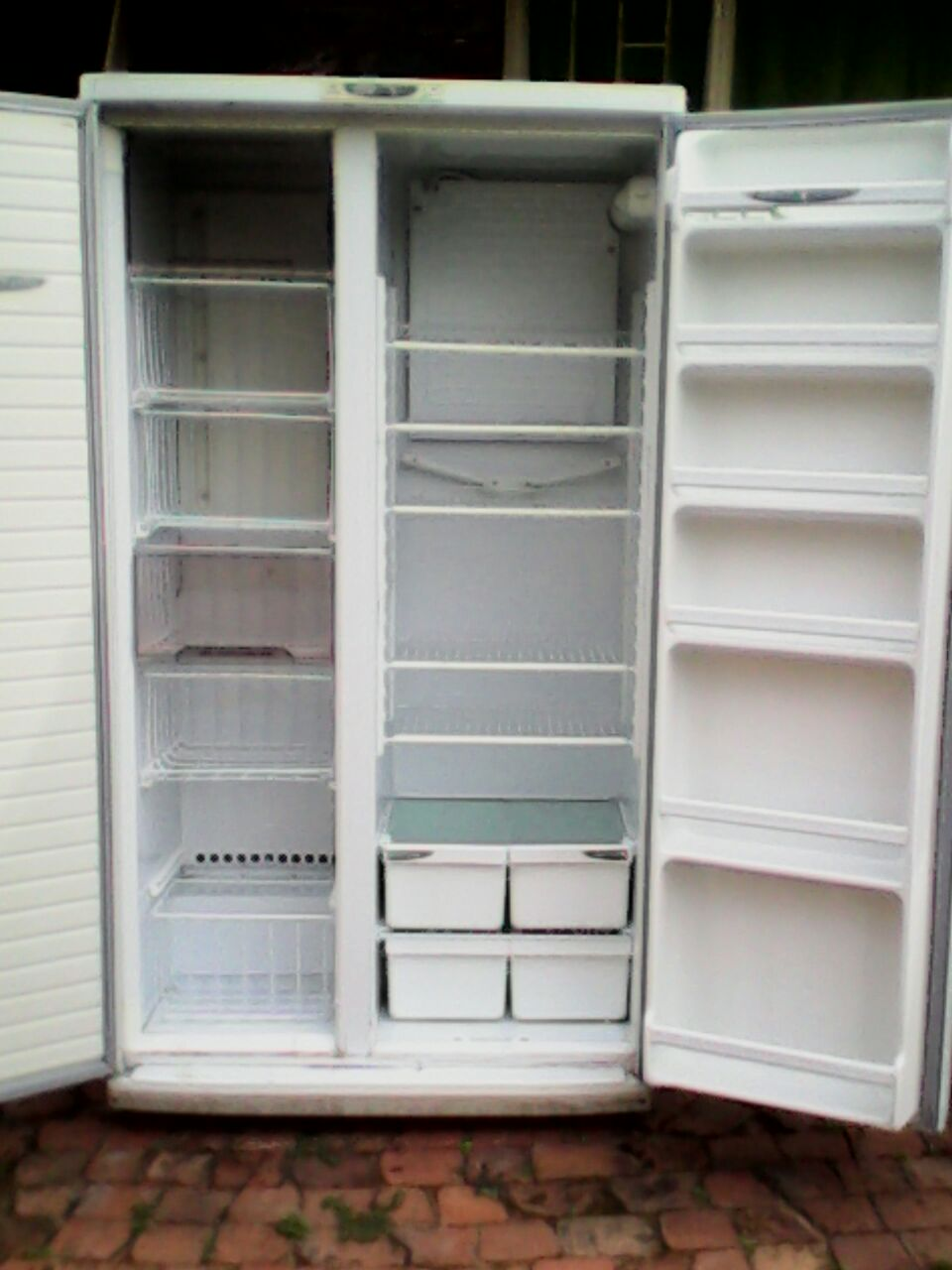 Double door fridge/freezer