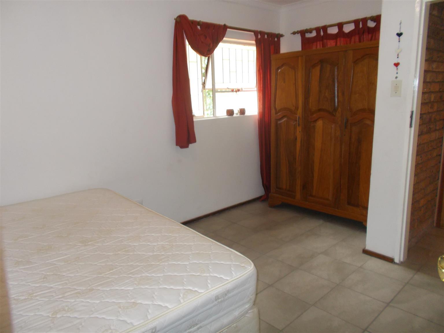 Neat bachelor flat in Garsfontein