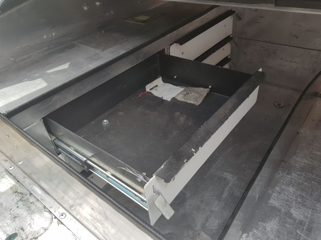 ALUMINIUM TOOL BOXES CANOPIES- FOR BAKKIES - ALMOST BRAND NEW & ALUMINIUM TOOL BOXES CANOPIES- FOR BAKKIES - ALMOST BRAND NEW ...