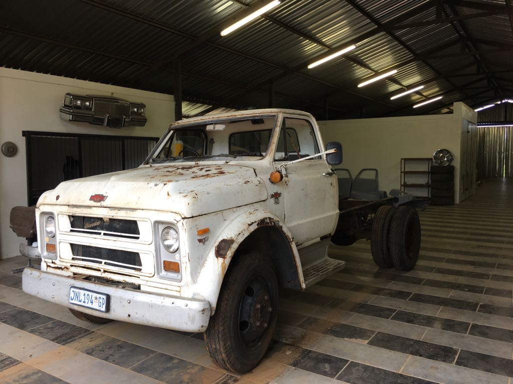 Three classic vehicles plus a 350 V8 motor and box to be sold as a parcel