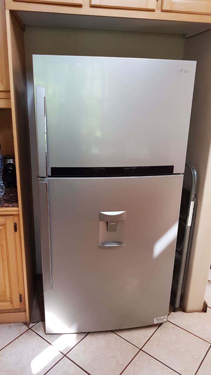 Large LG Fridge/Freezer combo - Silver