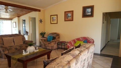 InkMan House 5 bedrooms 3 bathrooms -2 bathrooms are en-suite. All with showers.