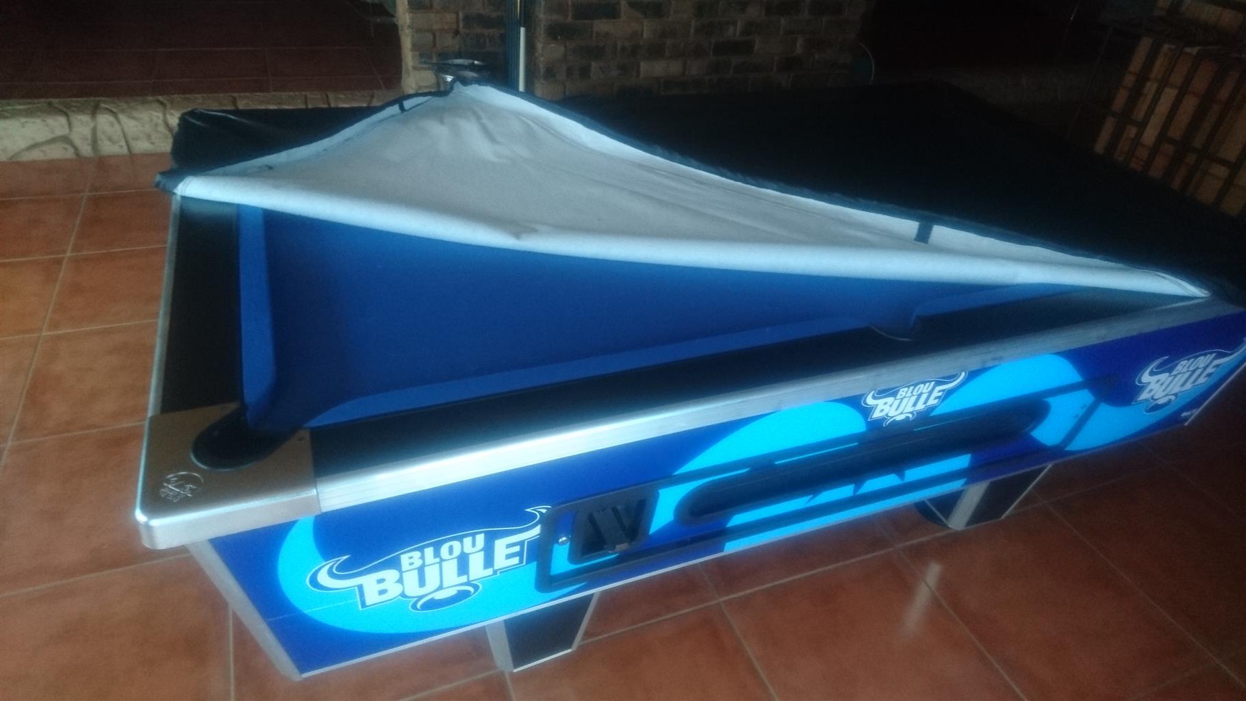 Blue Bulle pool table