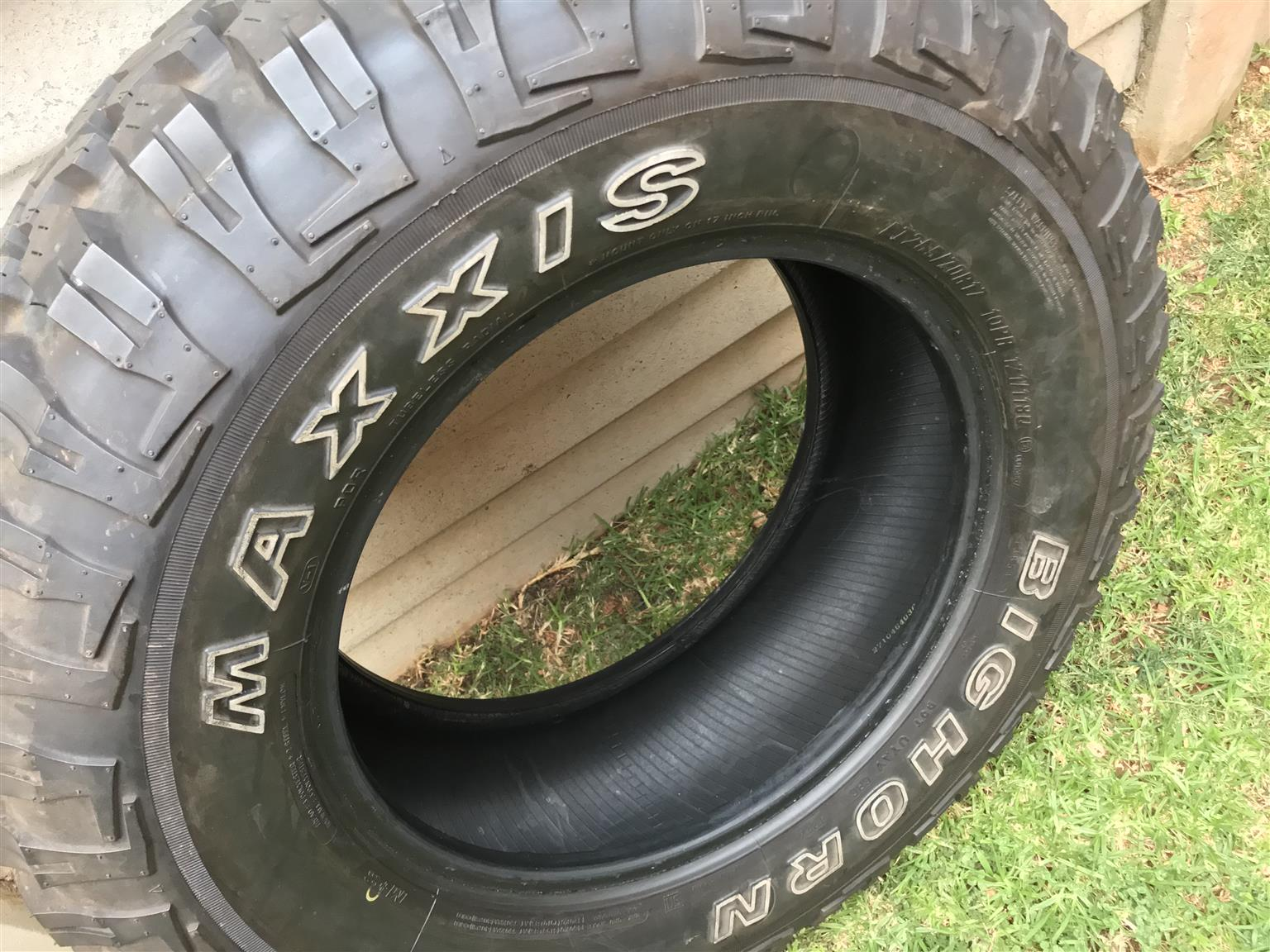 New Maxxis 762 mud 265 70 17
