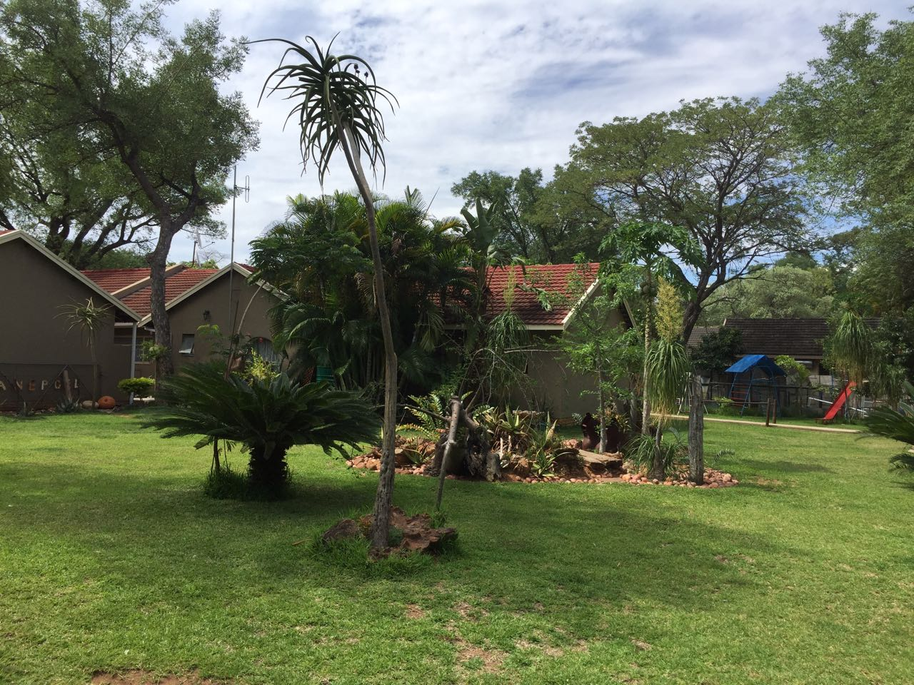 House with 2x flats in Onverwacht, Lephalale