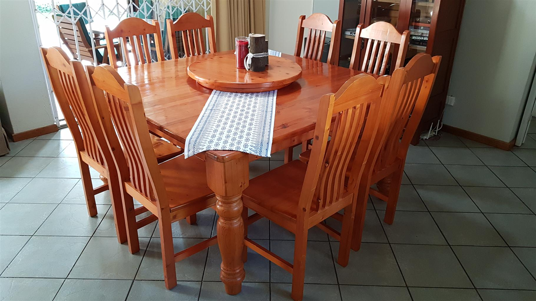 Oregon Pine Dining Room Table With 8 Chairs Plus Lazy Suzie