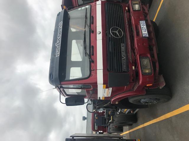 Mercedes Benz Hooklift Truck