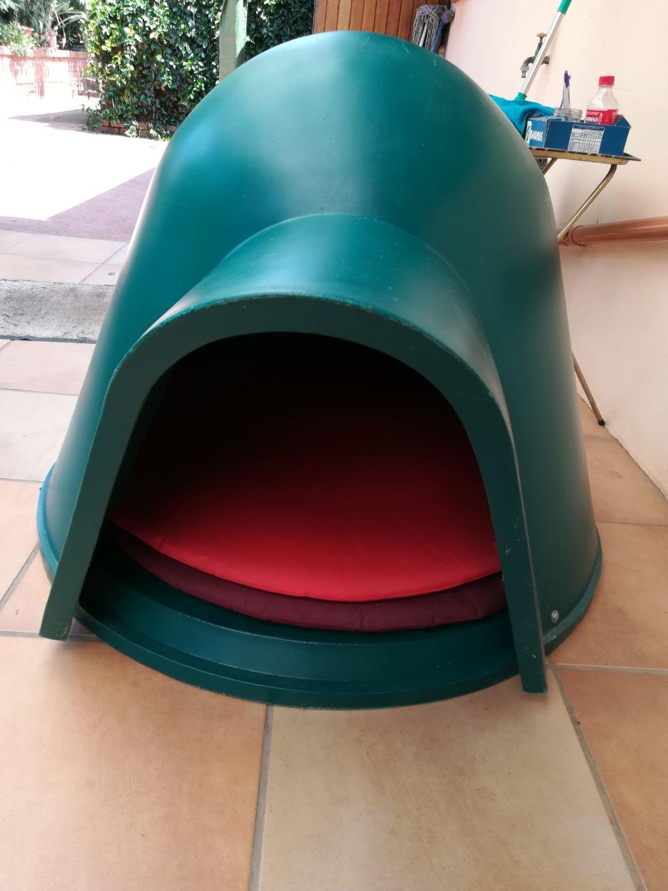 Igloo Medium Dog kennel
