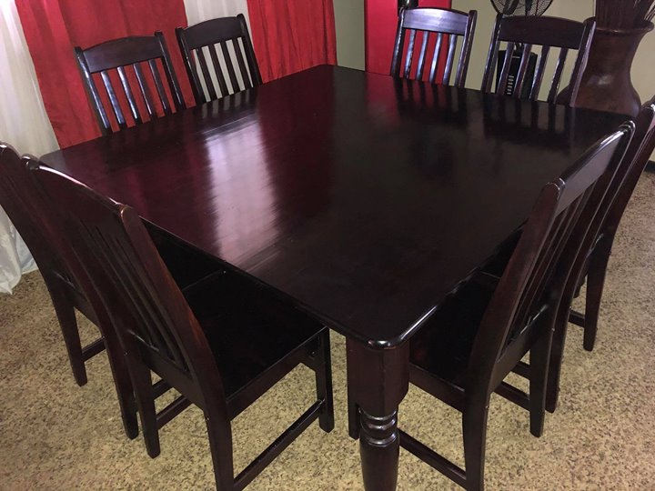 8 Sitplek donker bruin hout eetkamer tafel stel