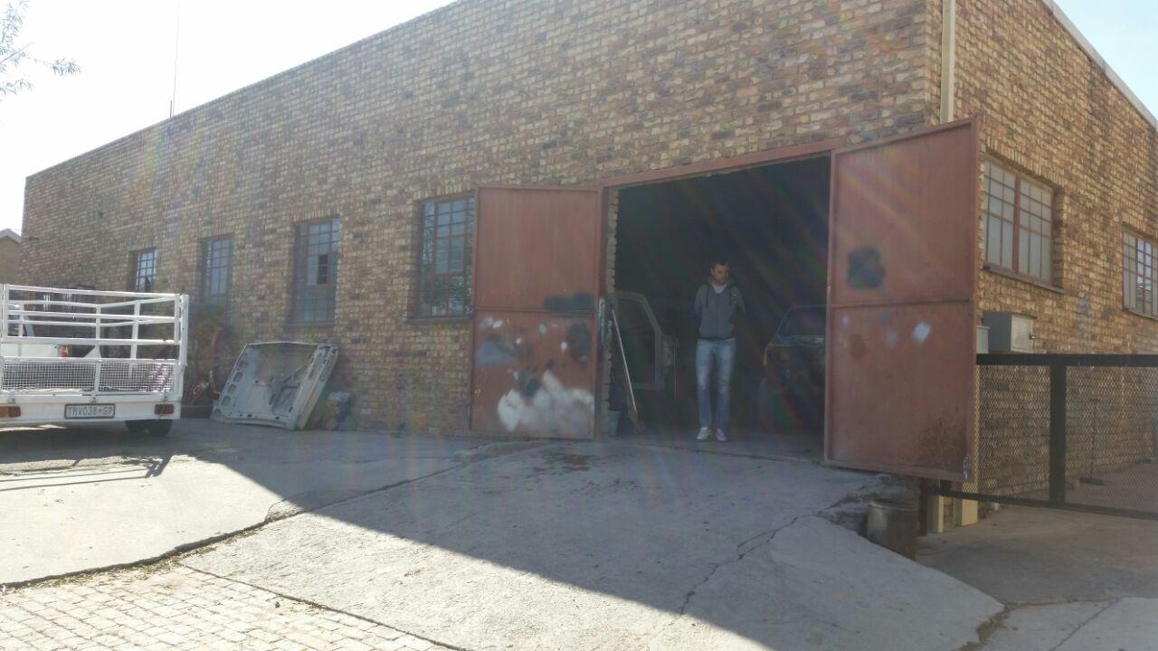 Krugersdorp, Delporton factory space to let