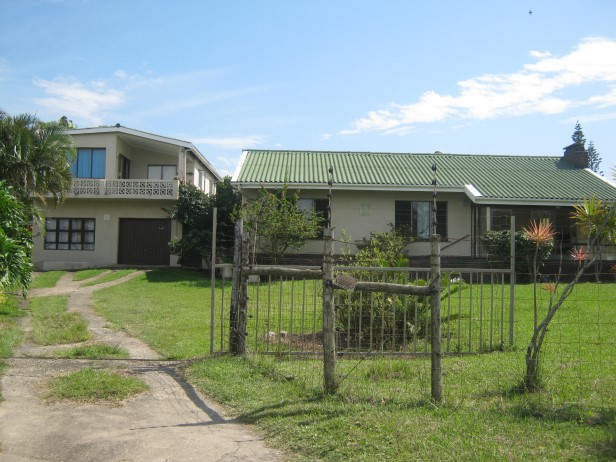 3 Bedroom House (+ 2 Flatlets) with Sea View for sale in Port Edward