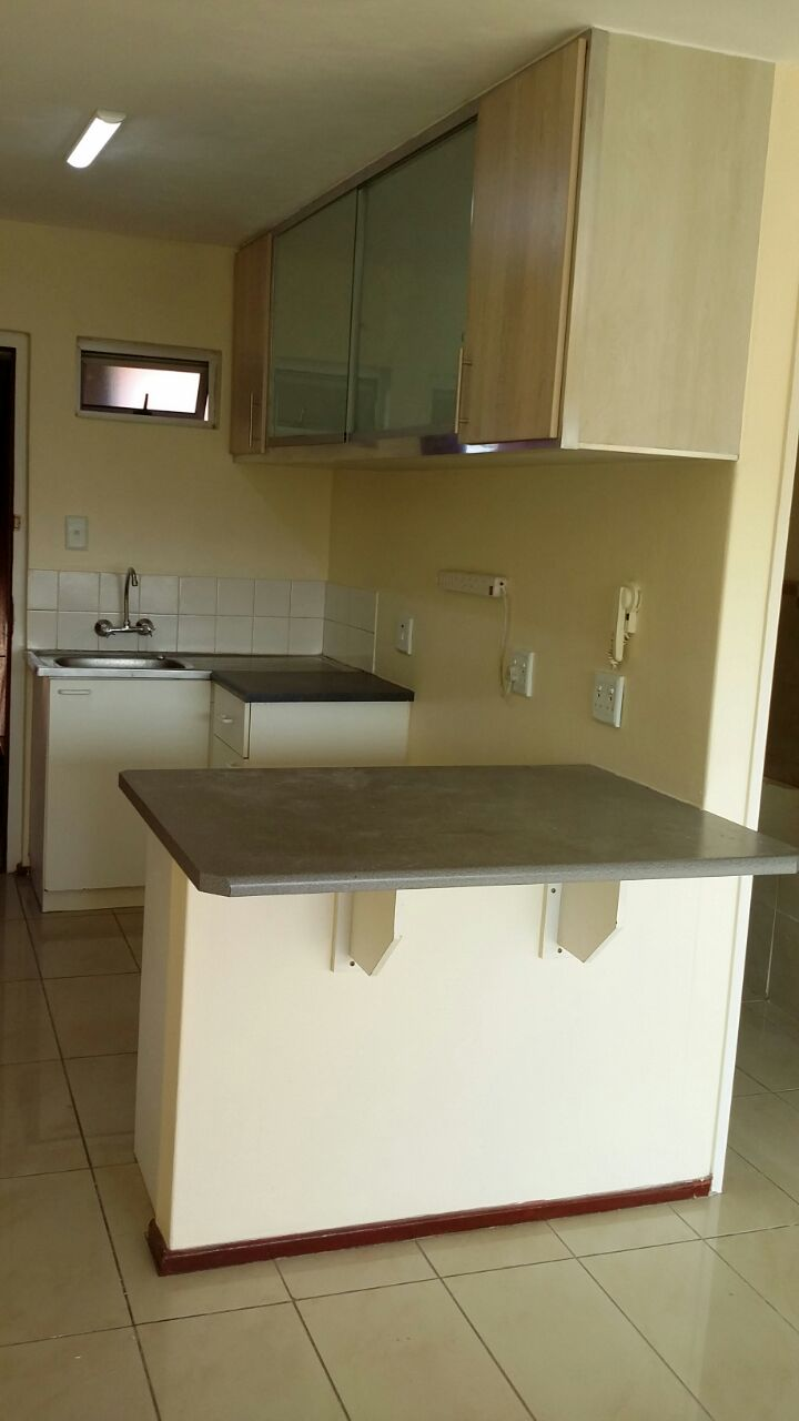 NEAT NEWLY REFURBISHED FLAT TO RENT