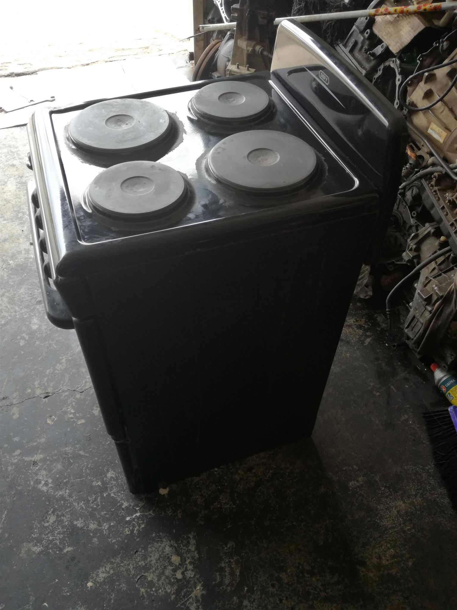 Defy 4 plate stove for sale. R700.