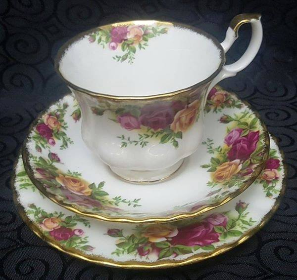"""Royal Albert Old country Roses Trio""""s"""