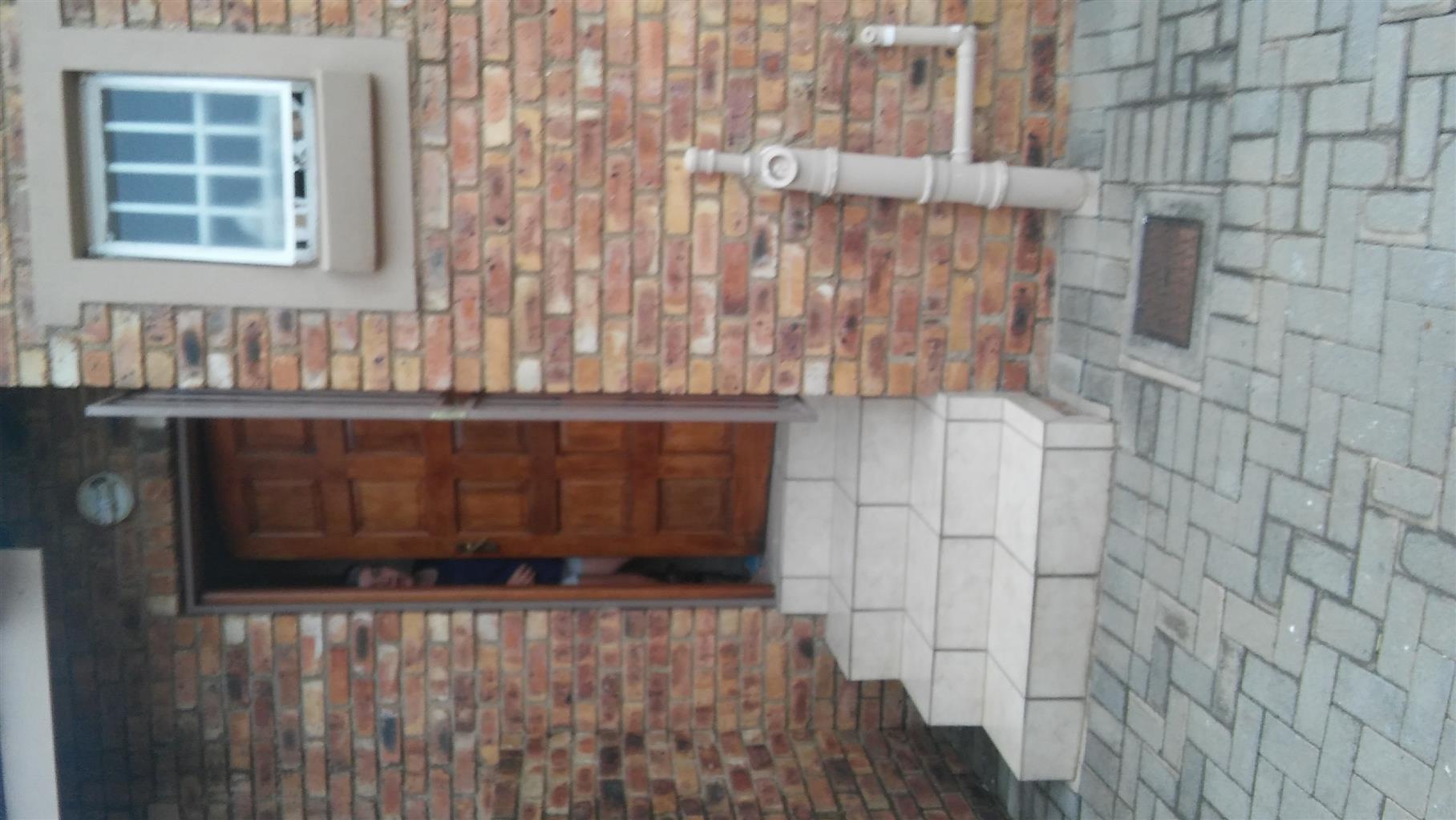 2 Bedroom 2 Bathroom 2 garage Townhouse to rent
