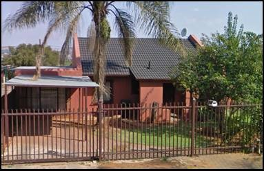 Elandspoort a 3 bedroom house bathroom lounge kitchen outside toilet 2 carports a must to see