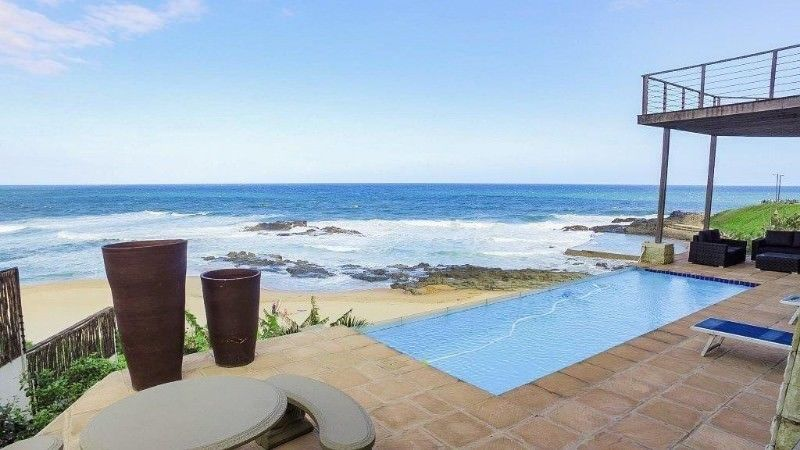 BEACH HOUSE, RIGHT ON TINLEY MANORS BEACH OPPOSITE THE TIDAL POOL - BALLITO School holidays Available