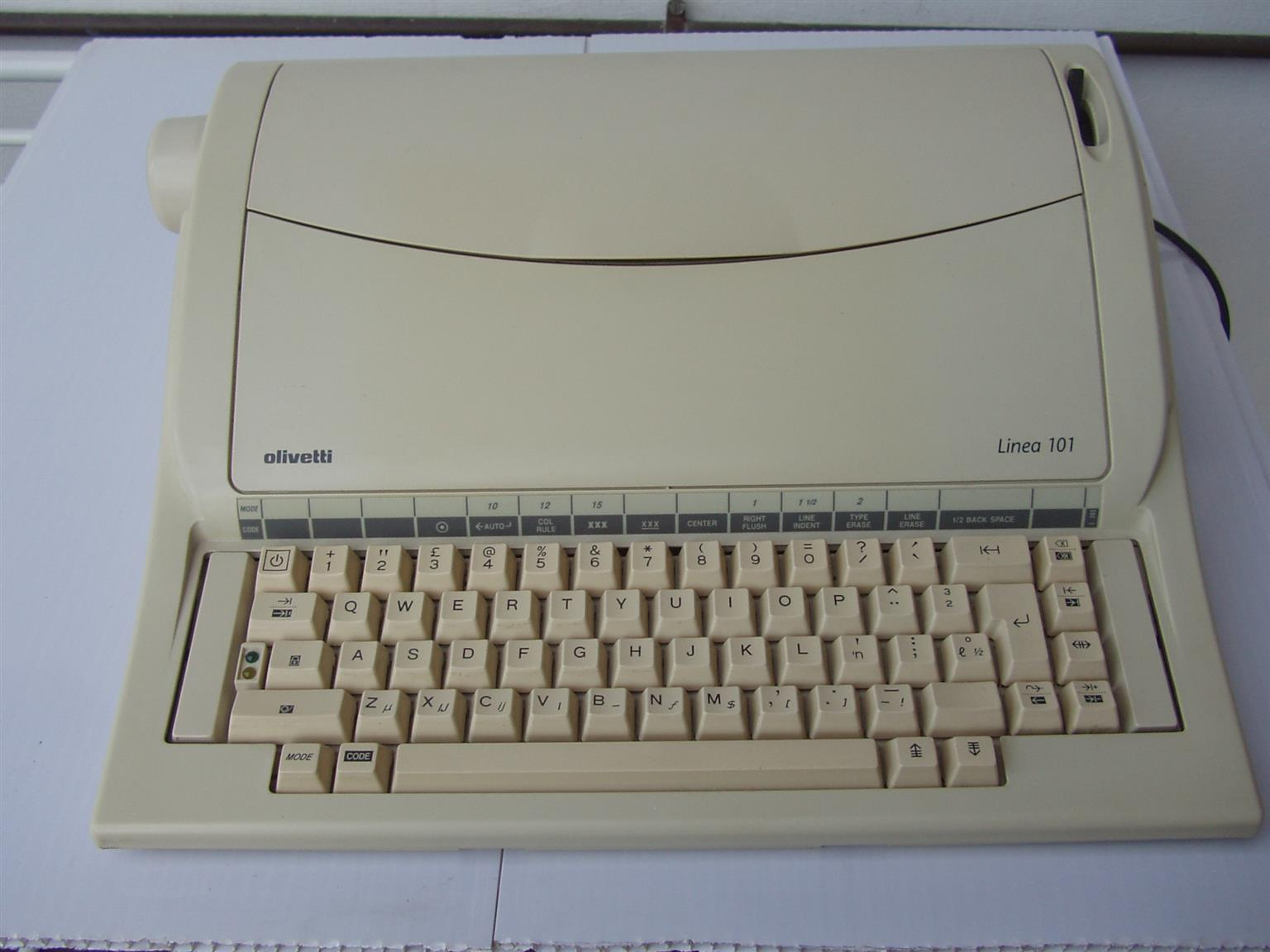 Olivetti Linea 101 -  Electric Typewriter - in excellent working order