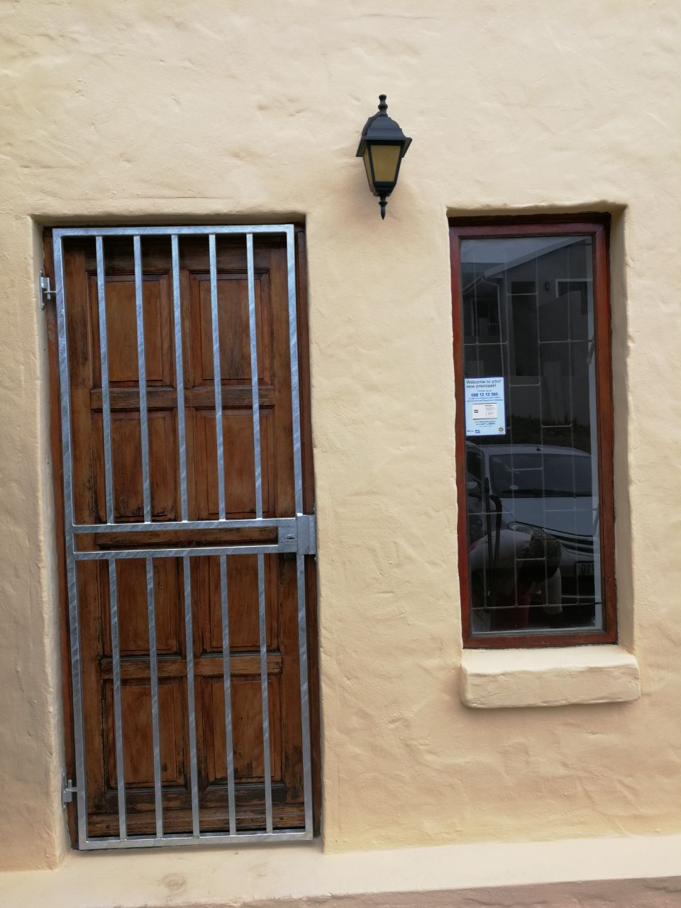 ONE BEDROOM FLAT WELCOME GLEN WITH OFF STREET PARKING R5 000,00 PM