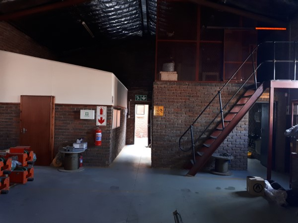 STREETFRONT 250sqm WORKSHOP with offices - VERY CORPORATE to let