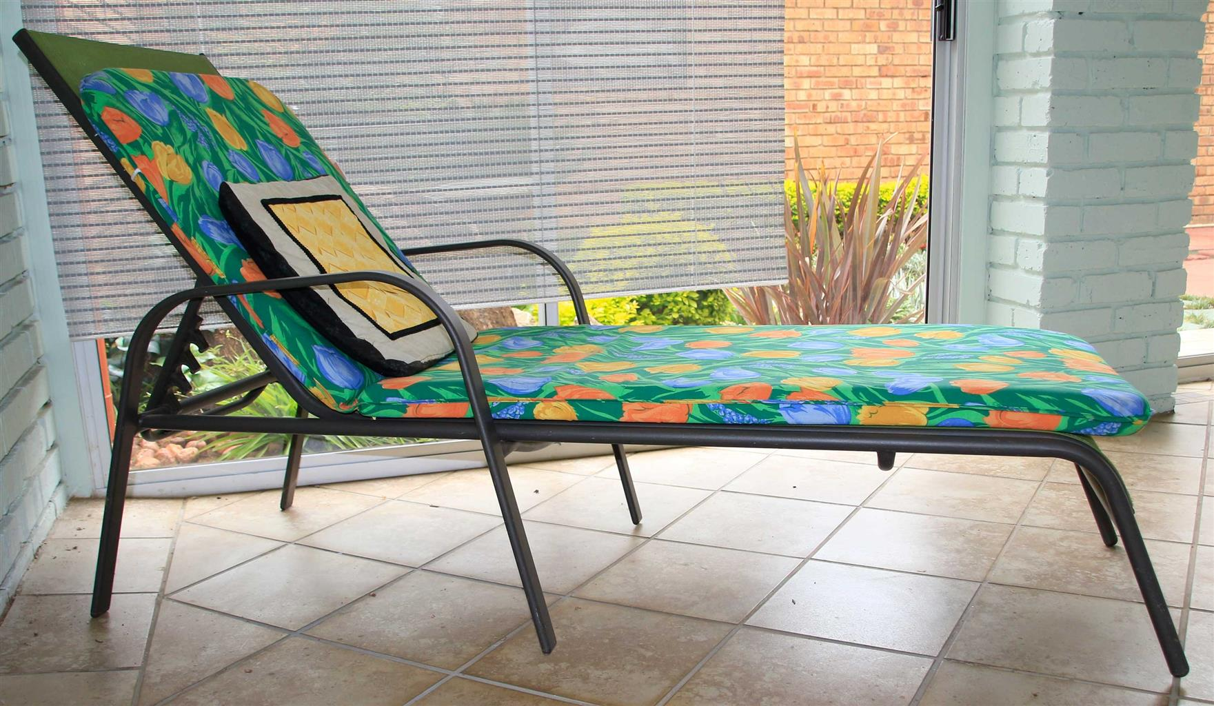 Sun Lounger Textaline with cushion