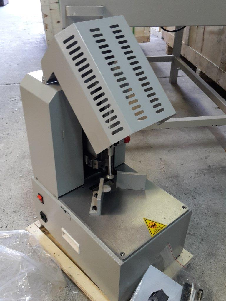 ELECTRIC ROUND CORNERING MACHINE WITH 7 DYE SIZES NEW