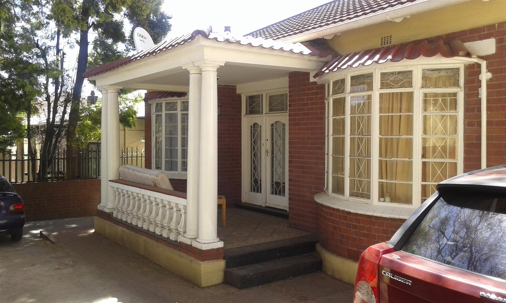 Large bedroom with build in cupboards to let in Orange grove