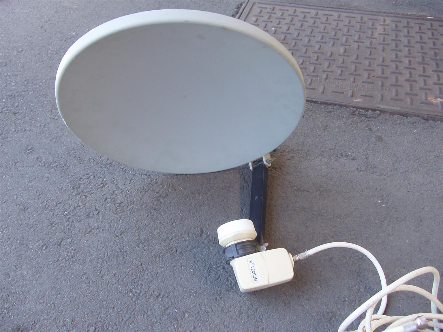 Mobile Satelite Aerial for Camping / Caravaning - with extension aerial cable