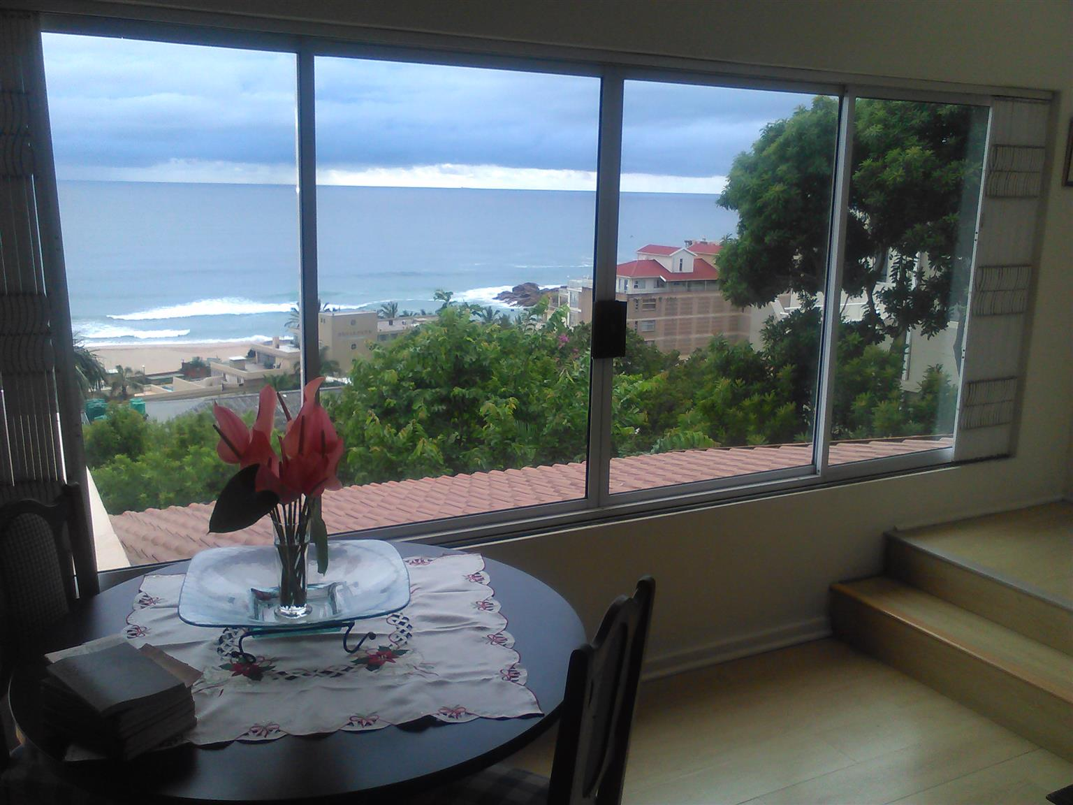 Four bedroom House with flat and full seaview