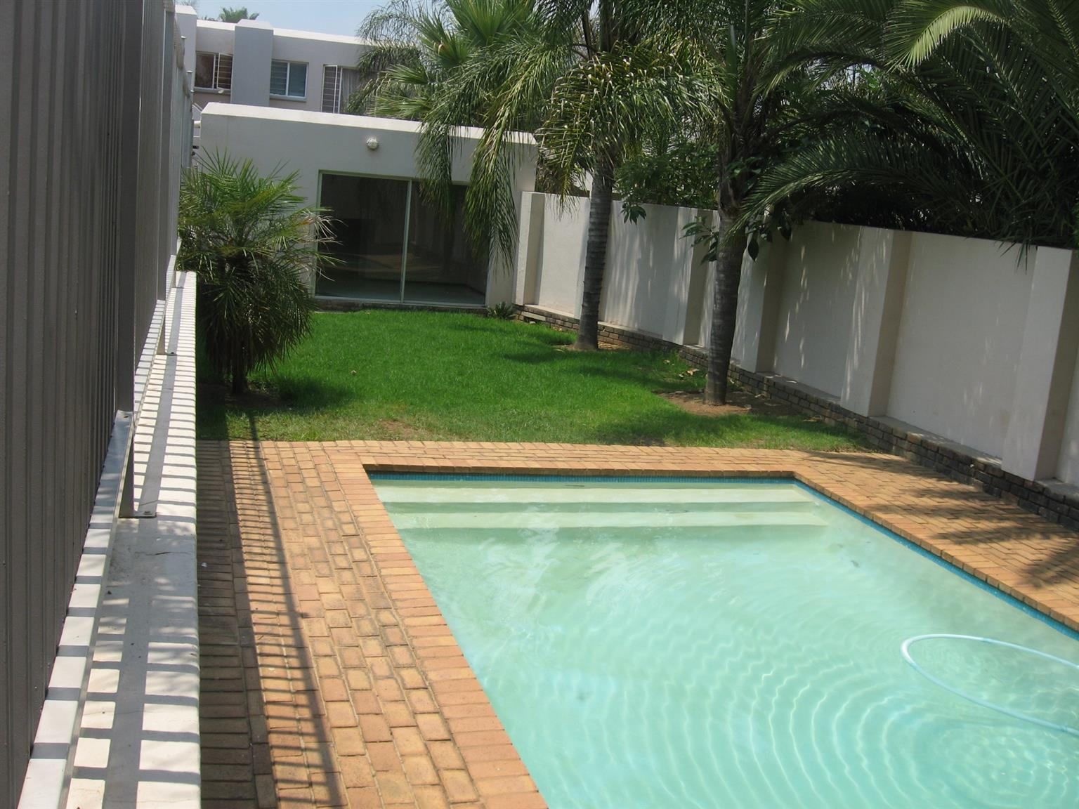 NO DEPOSIT!! Beautiful spacious 2bedroom unit in a secure complex