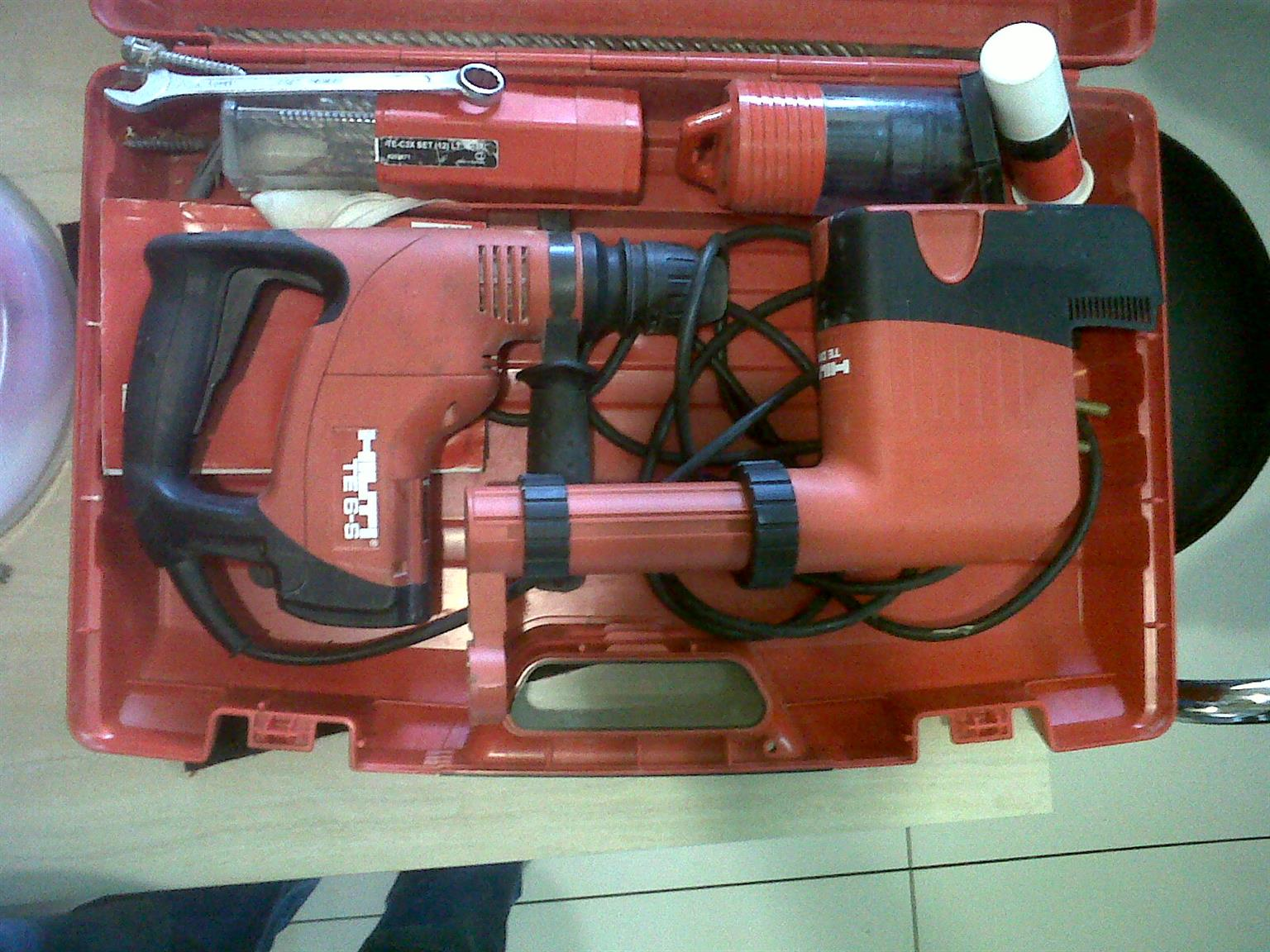 Hilti drill with Vacuum cleaner attachment   .very good ..hardly used  R6000