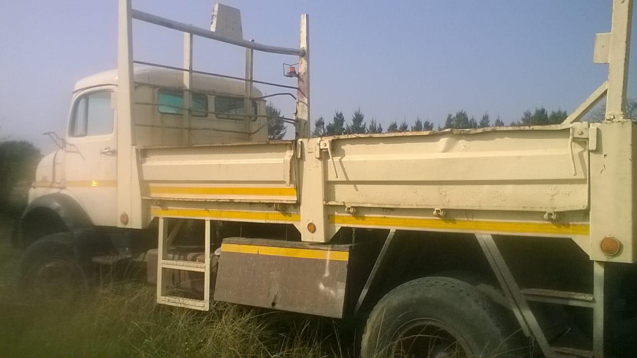602947c7701e55 Mercedes 1517 4x4 Bullnose Truck