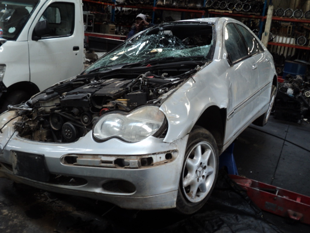 MERCEDES C200 KOMPRESSOR STRIPPING FOR SPARES