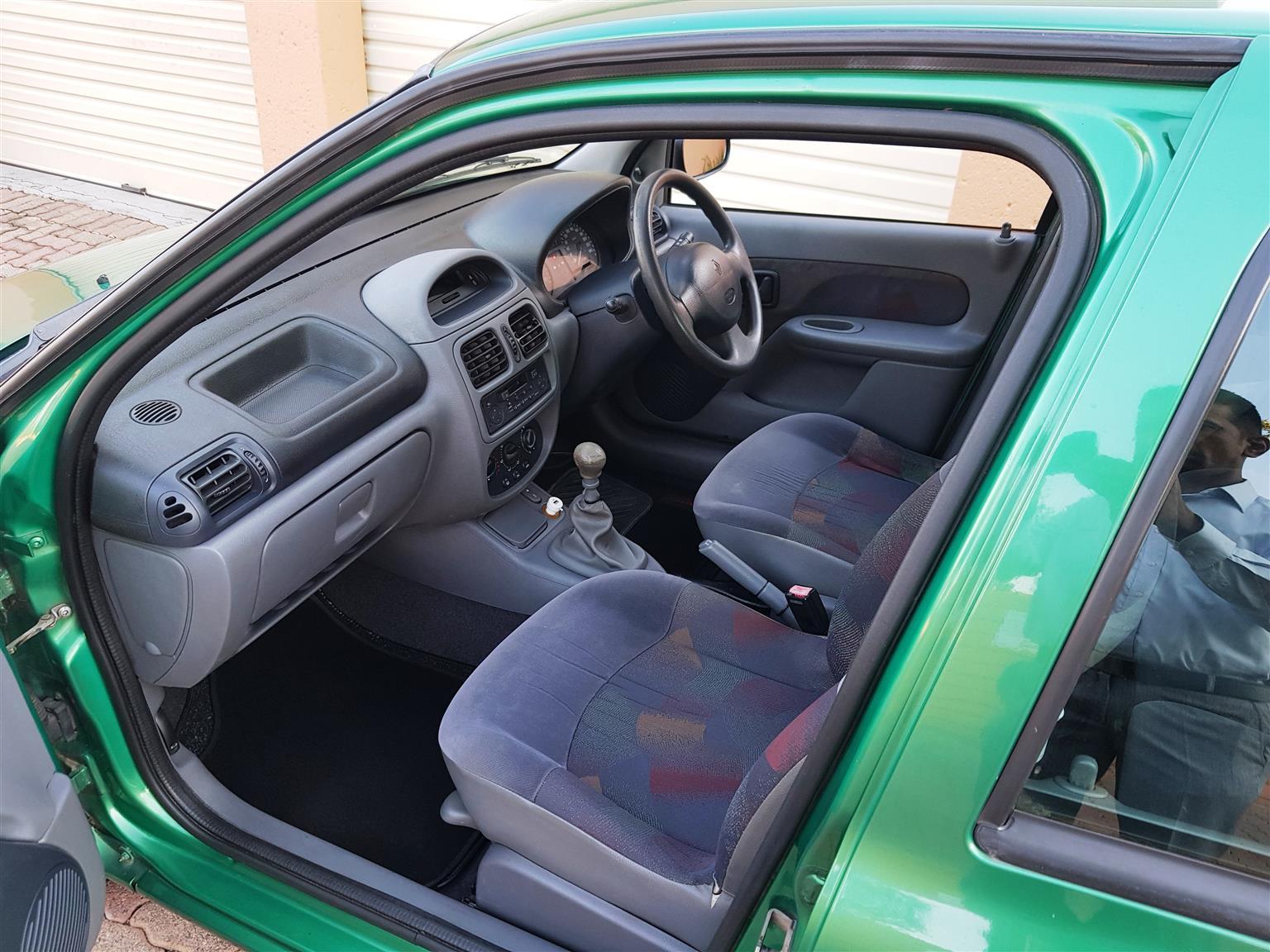 2000 Renault Clio 3