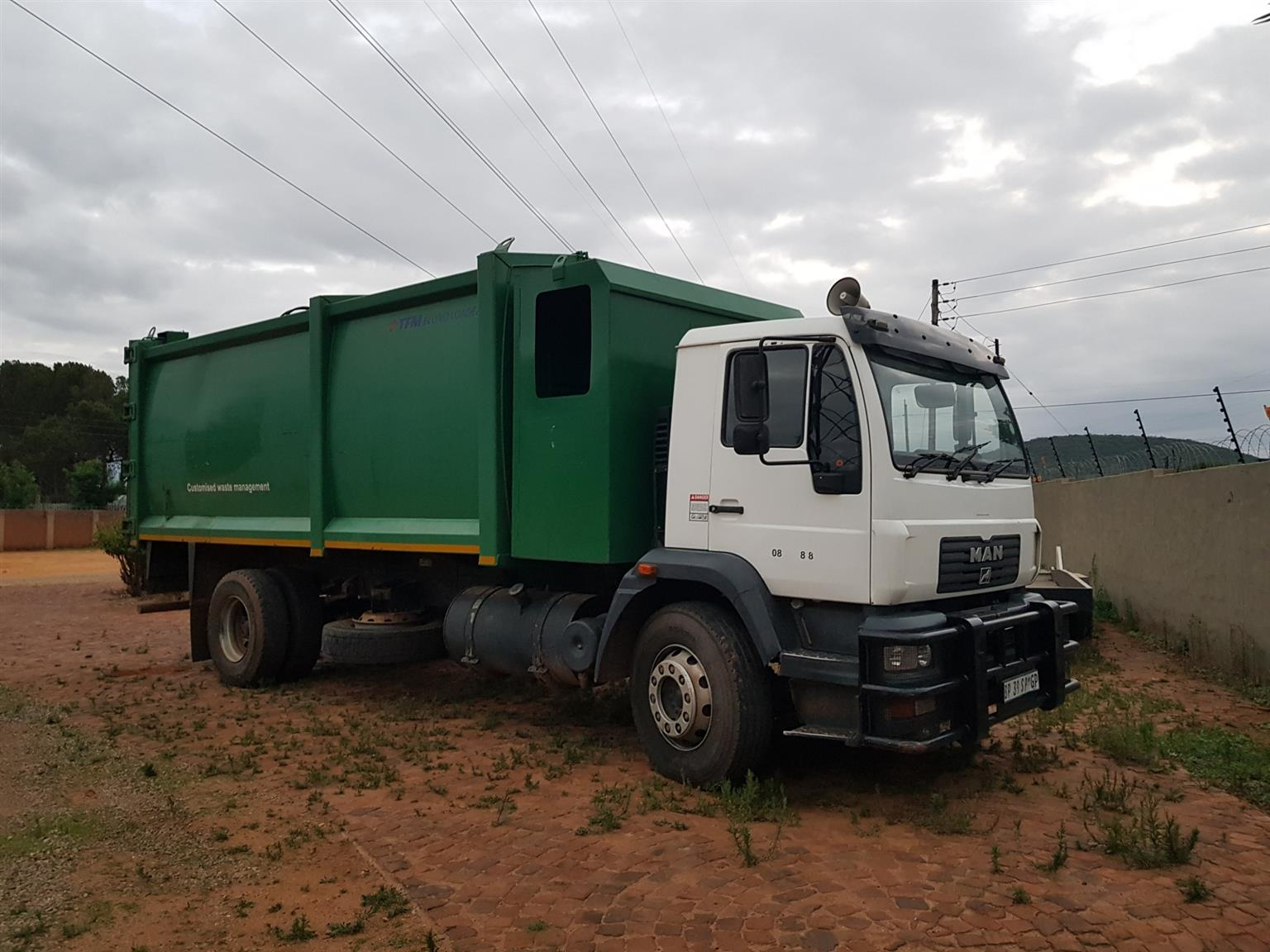 2011 MAN CLA GARBAGE DISPOSAL TRUCK