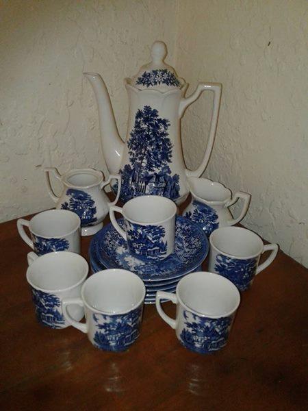 """Beautiful """"J A Meaklin"""" 16 piece tea/ coffee set."""