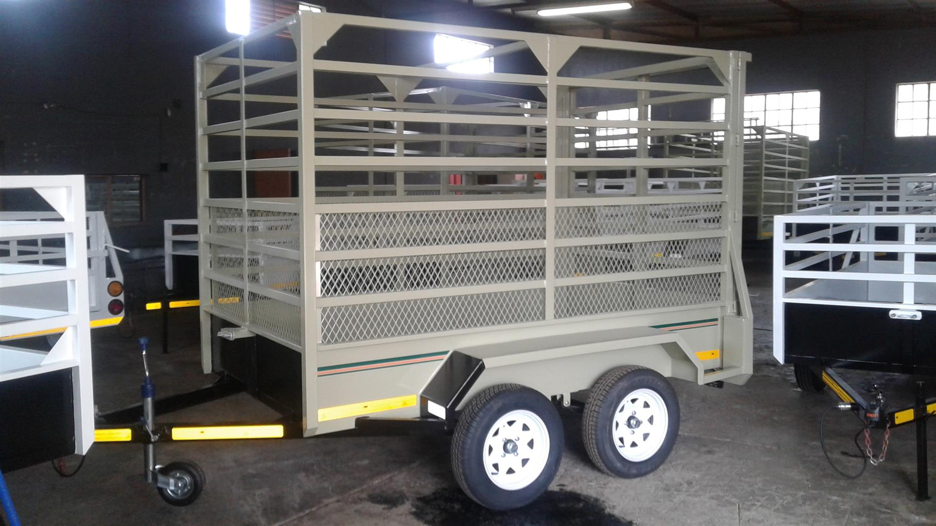DOUBLE AXLE CATTLE TRAILER FOR SALE, SLIDING GATE AT THE BACK