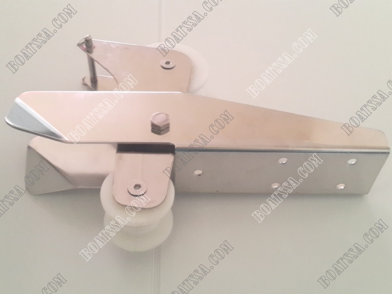 HINGED SELF-LAUNCHING BOW ANCHOR ROLLER