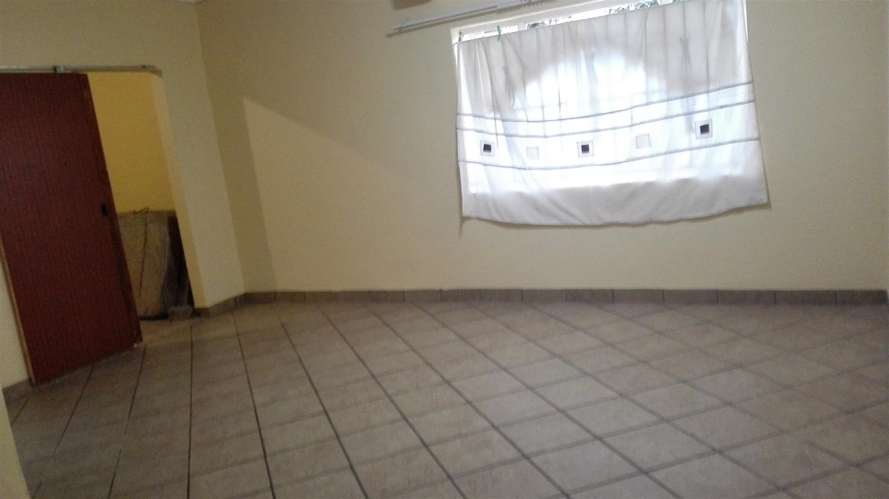 Quaint 1 Bedroom out building available in Roodepoort North