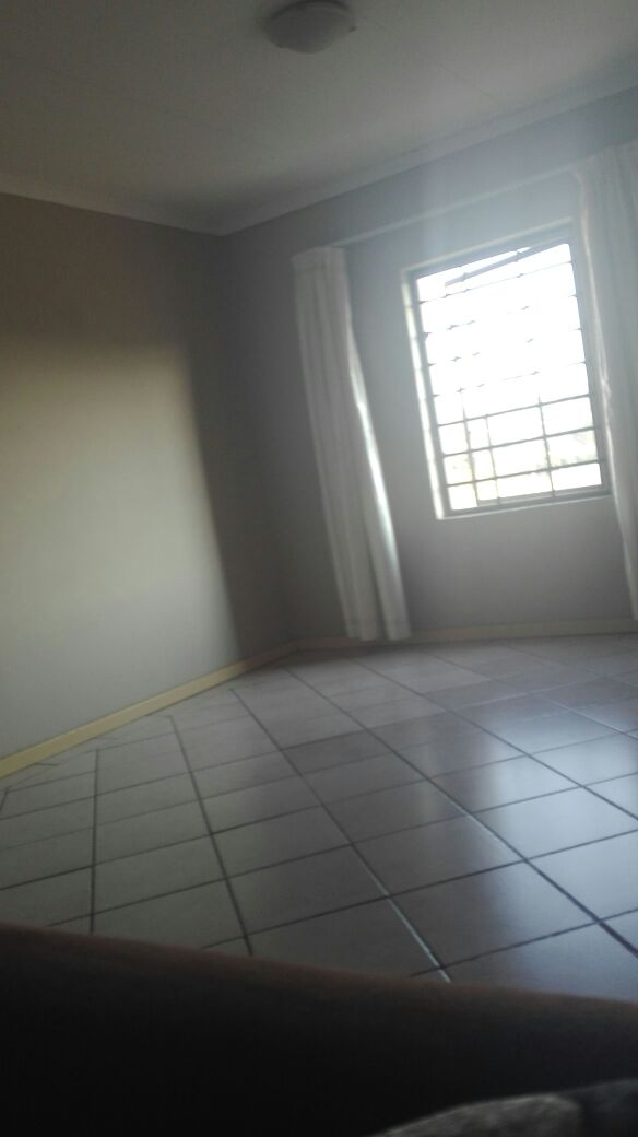 A room for R2500 available in a 3 bed spacious flat from 18 March 2019