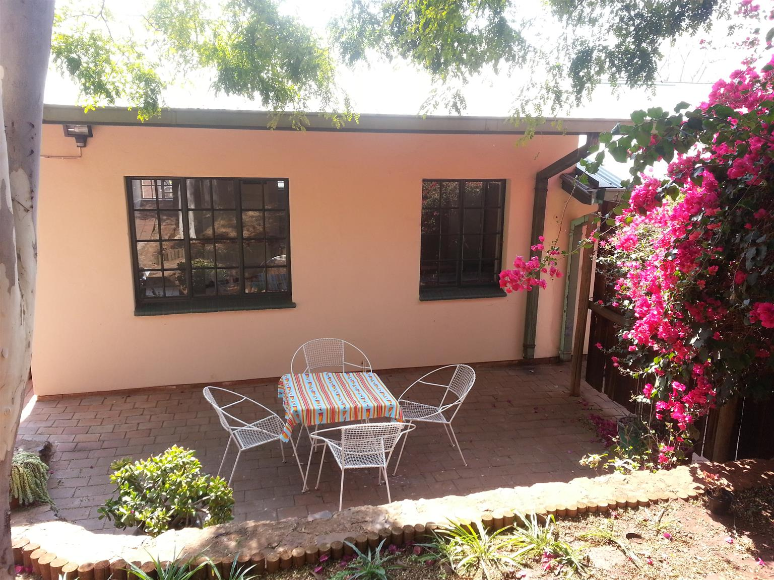 Student accomodation special offer. Secure suburb, lockup and go close to Groenkloof Campus or Brooklyn