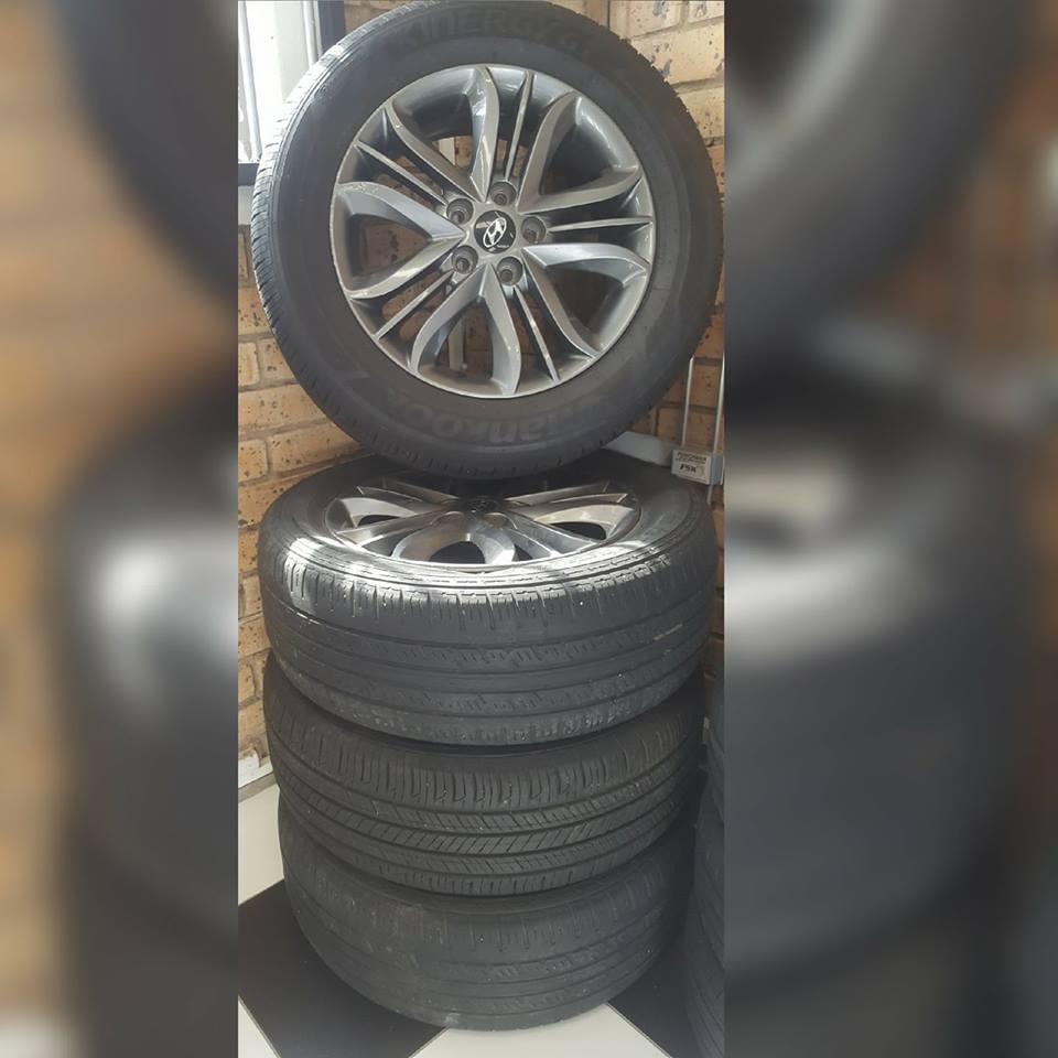 """17"""" Original Hyundai Rims with Tyres"""