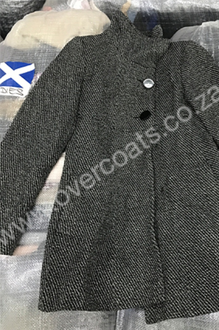 f4937172f Second-hand coats and jackets in bales for resale. Buy a bale. Make ...