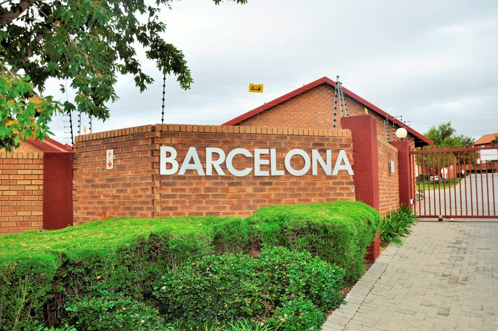 FULLY FURNISHED 2 BEDROOM APARTMENT TO LET IN BARCELONA, CENTURION, GAUTENG, SOUTH AFRICA