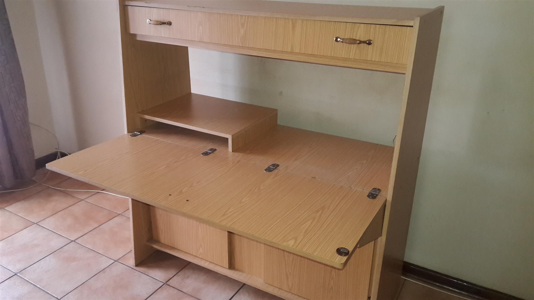 Computer/Sewingmachine Cabinet