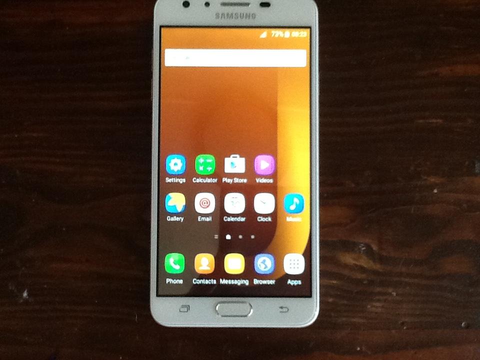 Samsung j7 like new scratch free original 16gb open network