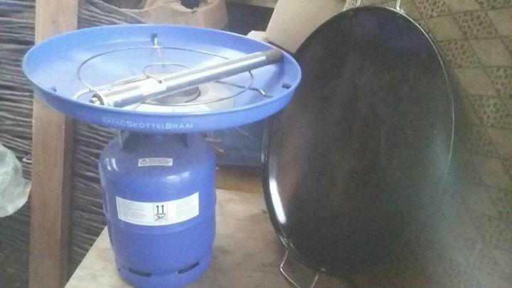 Cadac gasbottle with skottel braai for sale