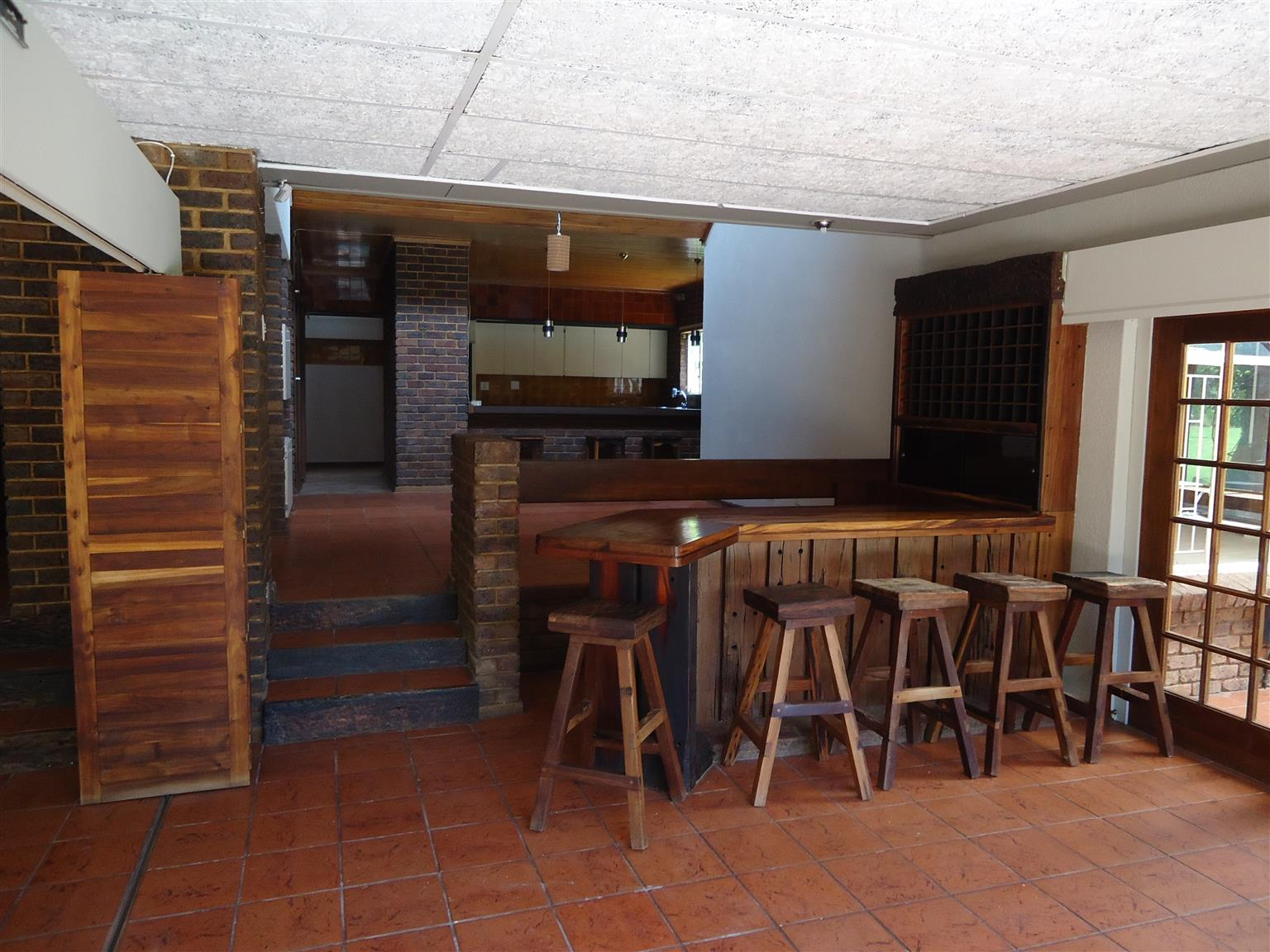 PRIVATE SELLER: Price reduced with R200 000:Buy an Executive house/property direct from owner in Gholfsig Middelburg. No commission to be paid!