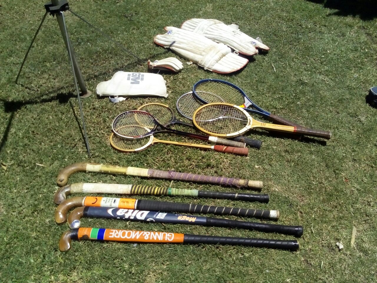Tennis rackets, Squash rackets and knee pads