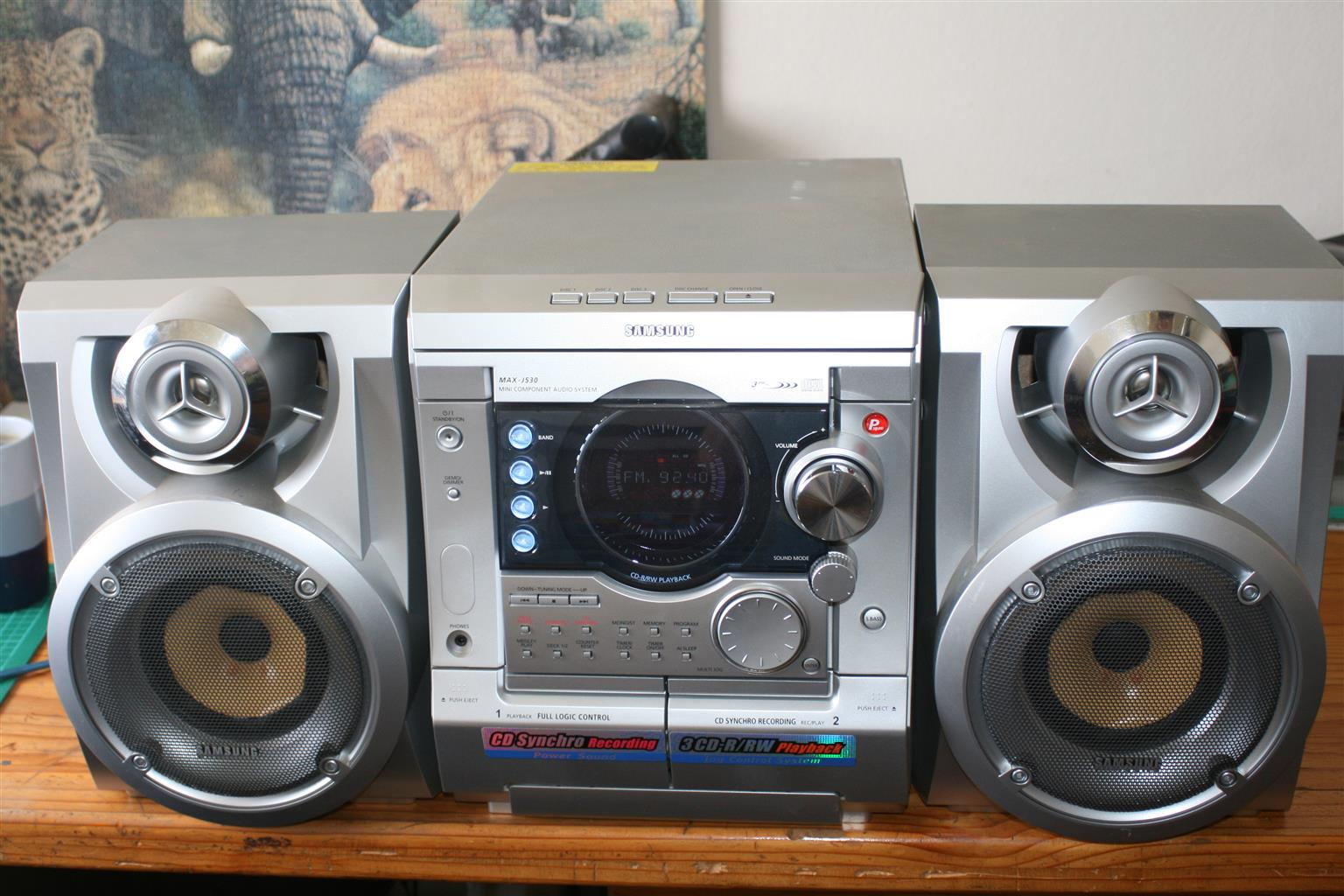Mini Hi-Fi.  Samsung Max J530 - PMPO 600 watt.  3 CD Shaffle 2 Casette.  As NEW!